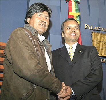 JUEGO SUCIO DE LA TRASNACIONAL JINDAL STEEL BOLIVIA